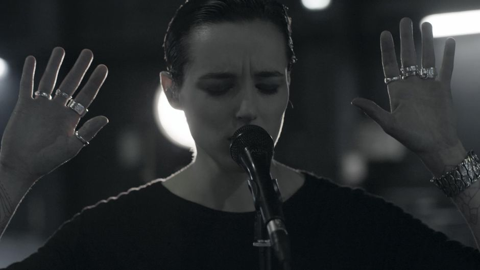 Savages, ghost live