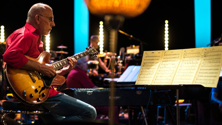 Larry Carlton & SWR Big Band